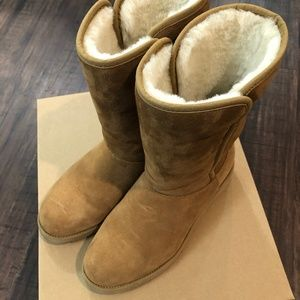 [SOLD] UGG Amie Classic Slim Wedge Boot - Chestnut